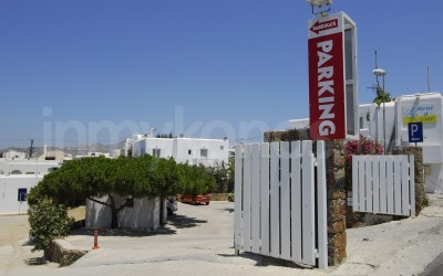 Fabrika's Parking - _MYK4367.JPG - Mykonos, Greece